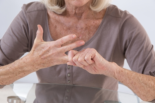 How does cold weather affect arthritis and what can you do to alleviate pain and discomfort?